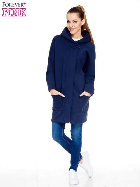 Granatowy dresowy płaszcz z kapturem i kieszeniami                                  zdj.                                  2