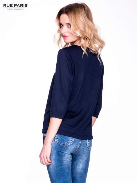 Granatowy klasyczny sweterek z luźnym rękawkiem 3/4                                  zdj.                                  4