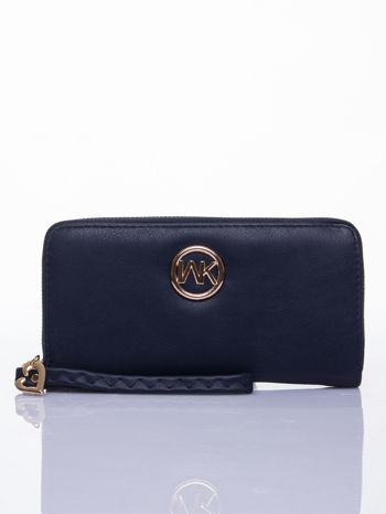 Granatowy portfel z uchwytem na rękę i złotym logiem                                  zdj.                                  1