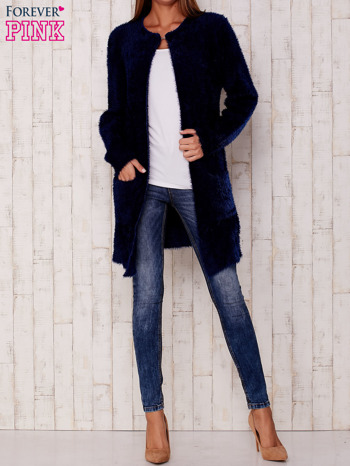 Granatowy puszysty sweter z otwartym dekoltem                                  zdj.                                  2