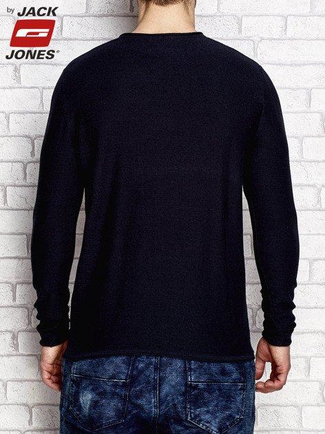 Granatowy sweter męski o regularnym kroju