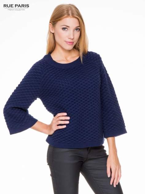 Granatowy sweter o bąbelkowej fakturze                                  zdj.                                  1