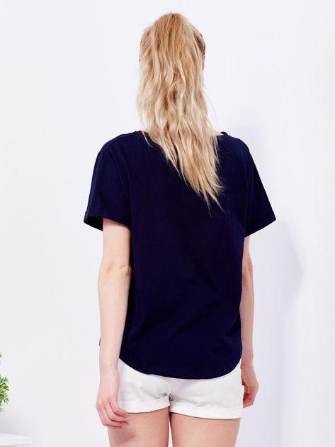 Granatowy t-shirt basic z podwijanymi rękawami                                  zdj.                                  2