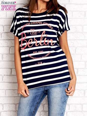 Granatowy t-shirt w białe paski z napisem NORTH CHAPEL STREET