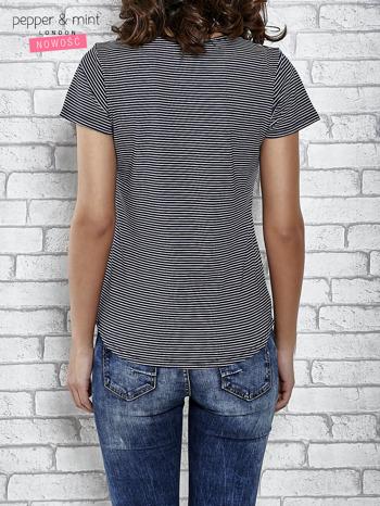 Granatowy t-shirt z motywem fast food                                  zdj.                                  4