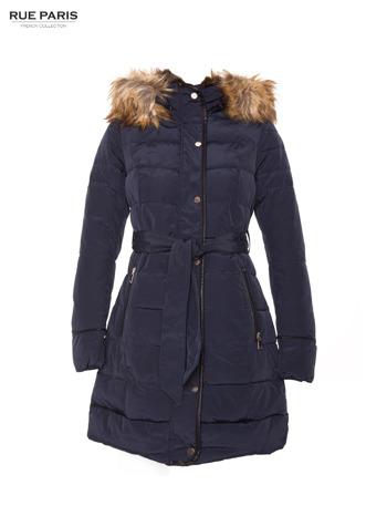 Granatowy taliowany płaszcz puchowy z kapturem z futerkiem                                  zdj.                                  5