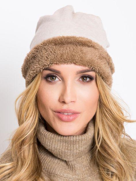 Jasnobeżowa ocieplana czapka