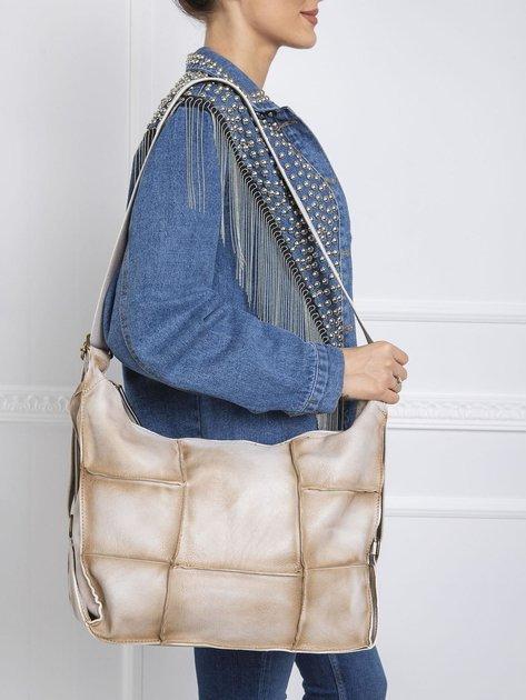 Jasnobeżowa podłużna torba
