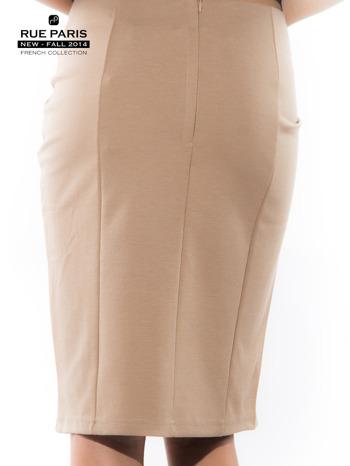 Jasnobeżowa spódnica z pikowaną wstawką                                  zdj.                                  2