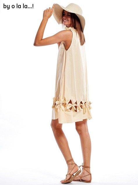 Jasnobeżowa sukienka z kokardkami BY O LA LA                               zdj.                              8