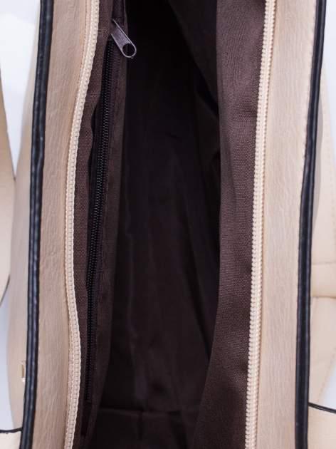 Jasnobeżowa torba na ramię ze złotym emblematem                                  zdj.                                  6