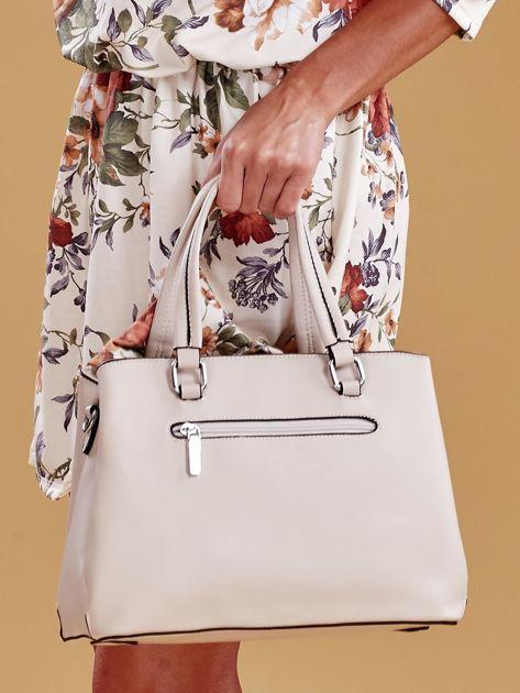 Jasnobeżowa trapezowa torebka kuferek do ręki                              zdj.                              5