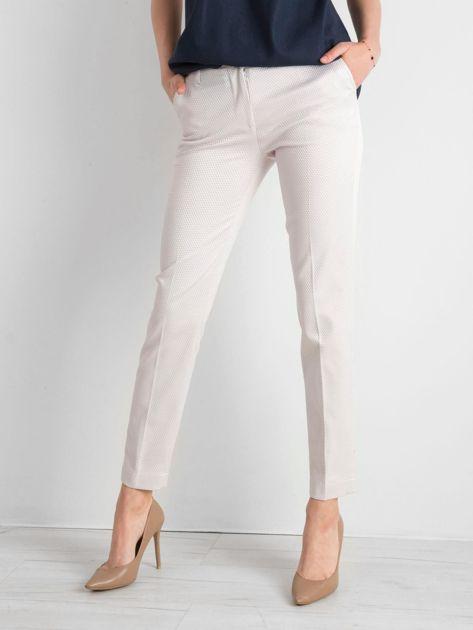 Jasnobeżowe spodnie damskie o prostym kroju                              zdj.                              1