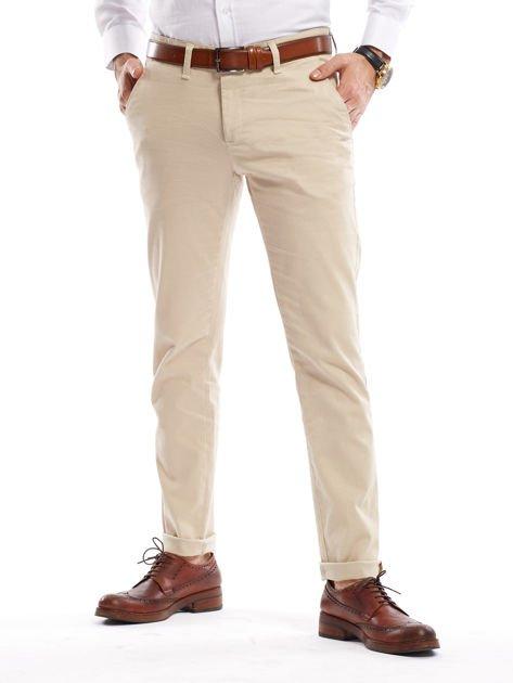 Jasnobeżowe spodnie męskie chinosy o prostym kroju                                  zdj.                                  6