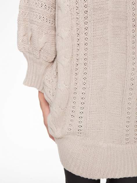 Jasnobeżowy dziergany sweter typu otwarty kardigan                                  zdj.                                  8