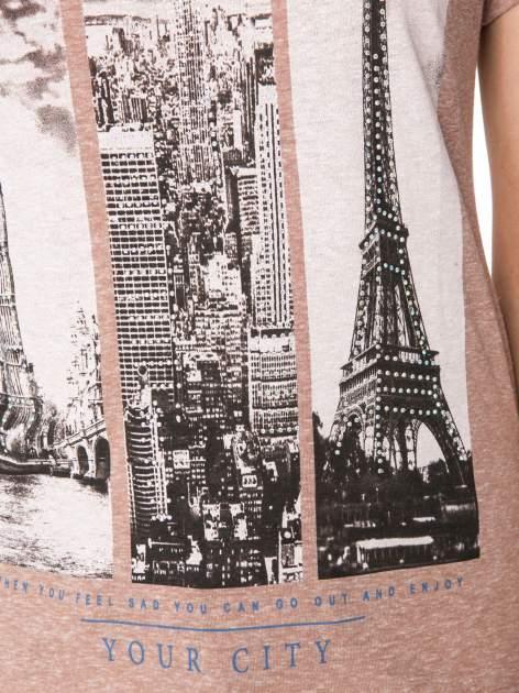 Jasnobordowy t-shirt z fotografiami miast                                  zdj.                                  7