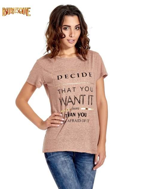 Jasnobordowy t-shirt z motywacyjnym napisem