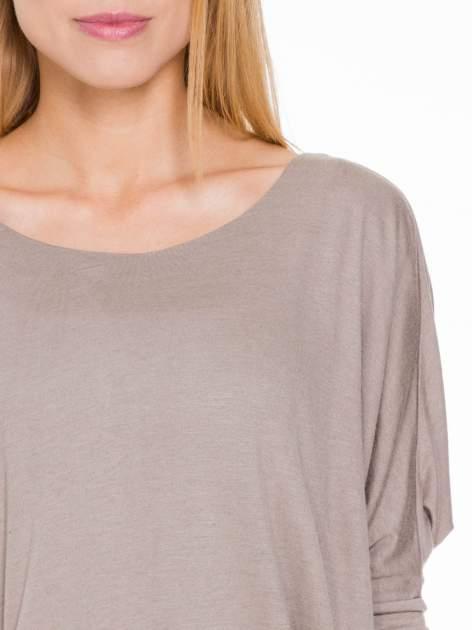 Jasnobrązowa bluzka z węzłowym dekoltem na plecach                                  zdj.                                  5