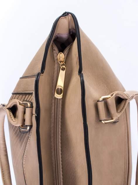 Jasnobrązowa torba ze złotymi wykończeniami                                  zdj.                                  5