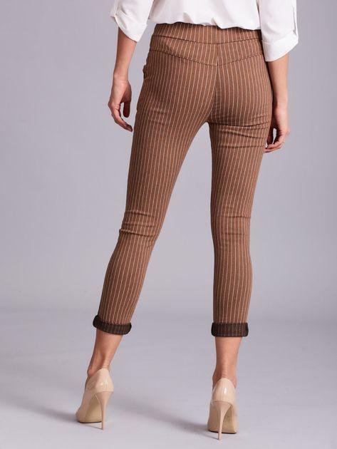 Jasnobrązowe damskie spodnie w paski                              zdj.                              2