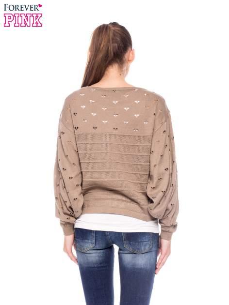 Jasnobrązowy ażurowy sweter w serduszka                                  zdj.                                  4