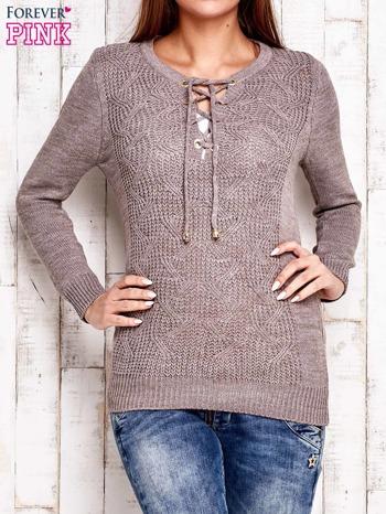 Jasnobrązowy dzianinowy sweter z wiązaniem                              zdj.                              1
