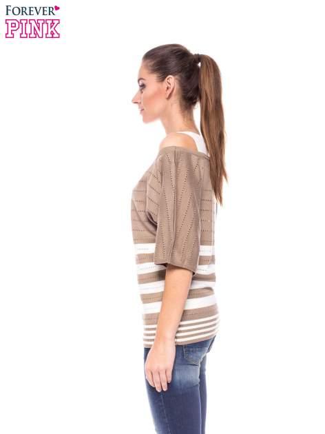 Jasnobrązowy sweter w paski z szerokim dekoltem                                  zdj.                                  3