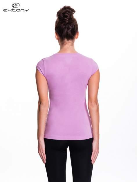 Jasnofioletowy damski t-shirt sportowy basic                                  zdj.                                  3