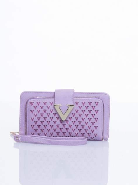 Jasnofioletowy portfel ze złotym detalem V