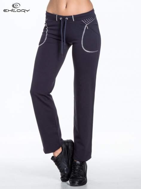 Jasnogranatowe spodnie dresowe z siateczką                                  zdj.                                  1