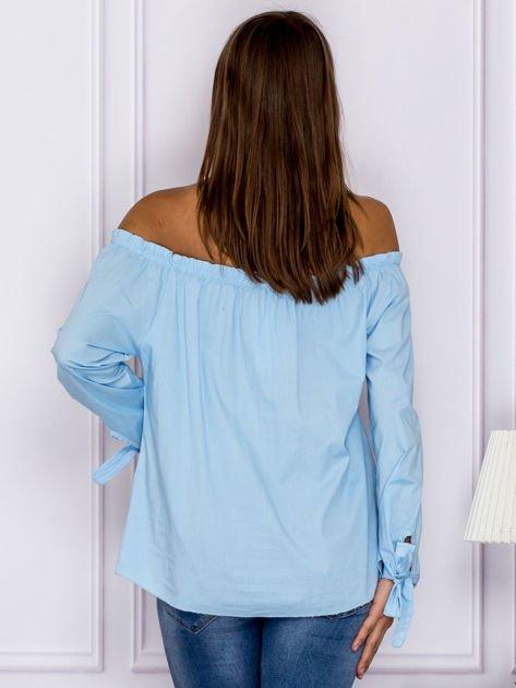 Jasnoniebieska bluzka z wiązaniami na rękawach                                  zdj.                                  2