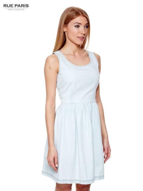 Jasnoniebieska jeansowa sukienka z podkreśloną talią                                  zdj.                                  3