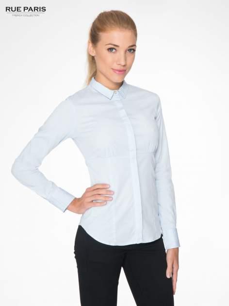 Jasnoniebieska koszula damska odcinana pod biustem z marszczeniem