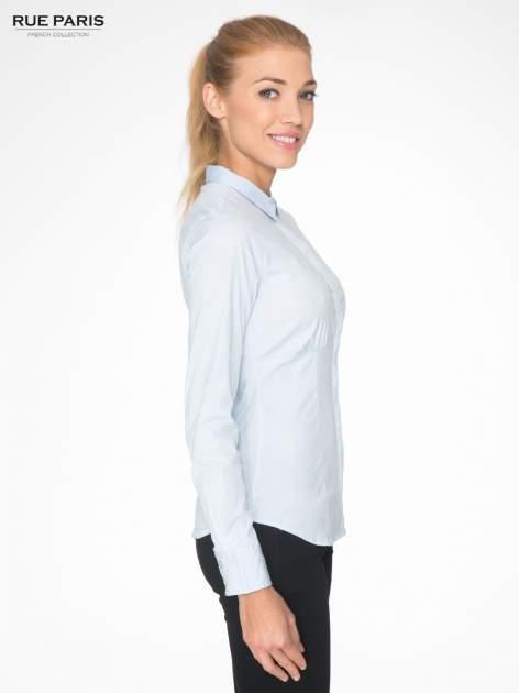 Jasnoniebieska koszula damska odcinana pod biustem z marszczeniem                                  zdj.                                  3