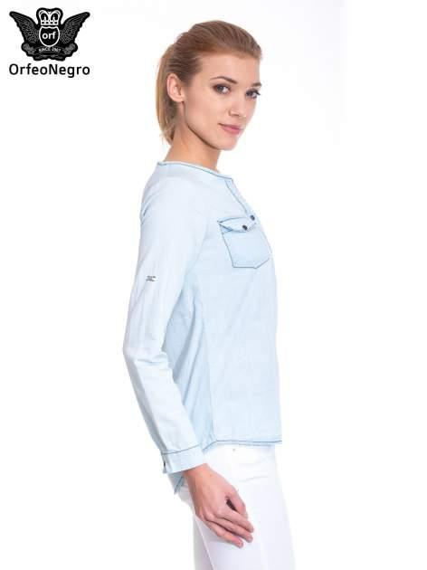 Jasnoniebieska koszula jeansowa z dekoltem w serek                                  zdj.                                  3