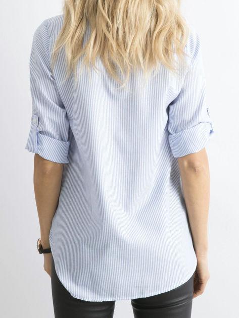 Jasnoniebieska koszula w paski z aplikacją                              zdj.                              2