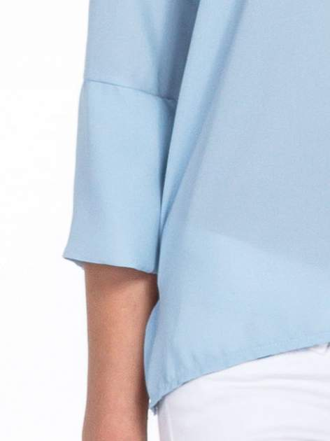Jasnoniebieska koszula z dłuższym tyłem i rękawkami 3/4                                  zdj.                                  6