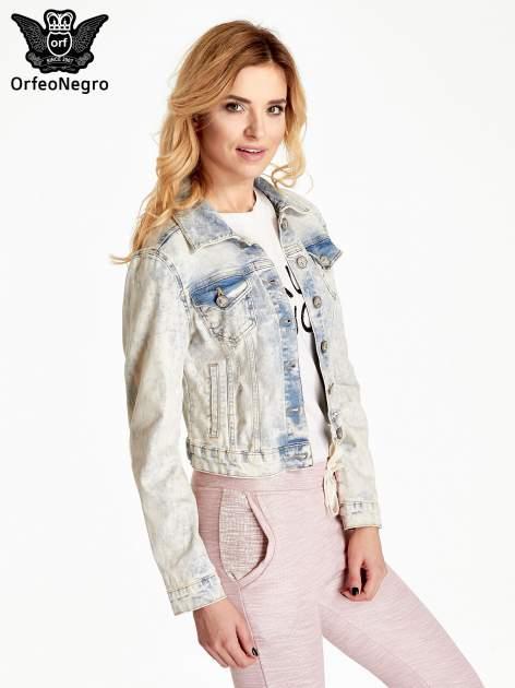 Jasnoniebieska kurtka jeansowa damska marmurkowa z kieszeniami na patki                                  zdj.                                  3