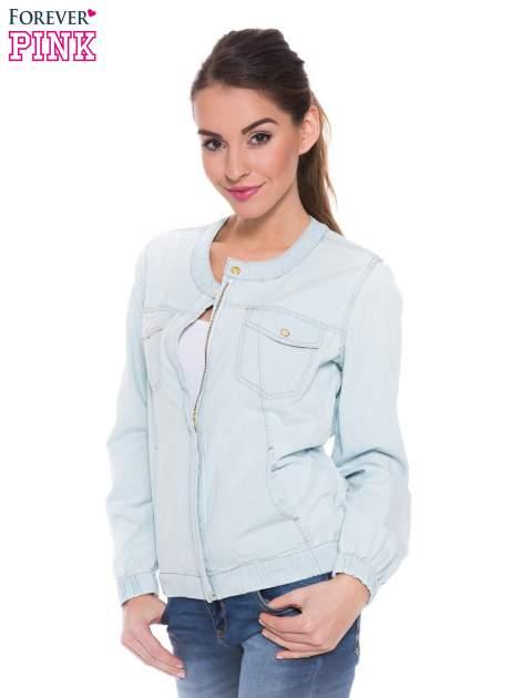 Jasnoniebieska kurtka jeansowa typu bomber jacket