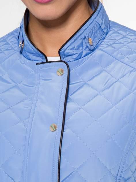 Jasnoniebieska pikowana kurtka ze skórzaną lamówką                                  zdj.                                  8