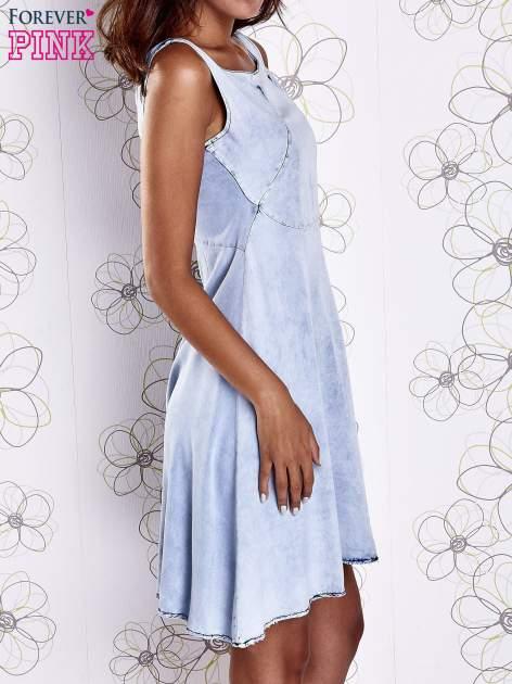 Jasnoniebieska rozkloszowana dekatyzowana sukienka                                  zdj.                                  3