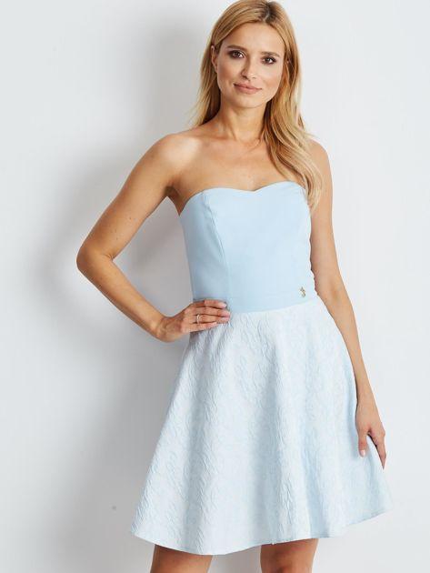 Jasnoniebieska rozkloszowana sukienka bez ramiączek                              zdj.                              1