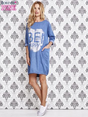 Jasnoniebieska sukienka z napisem BE HAPPY                                  zdj.                                  4