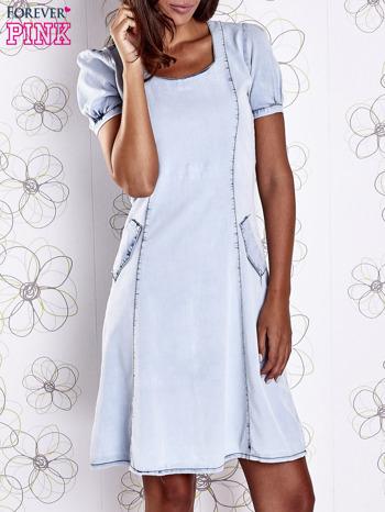 Jasnoniebieska sukienka z wycięciami na plecach                                  zdj.                                  1