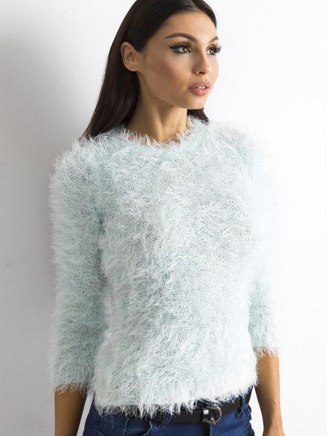 Jasnoniebieski sweter z długim włosem i cekinami                              zdj.                              3