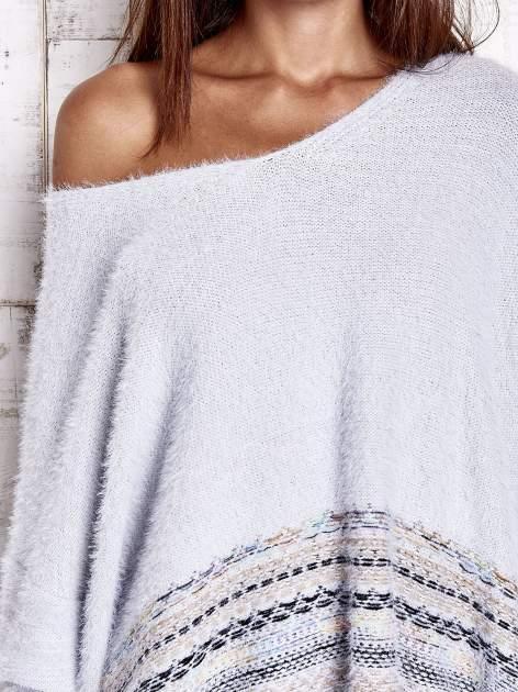 Jasnoniebieski włochaty sweter oversize z kolorową nitką                                   zdj.                                  6