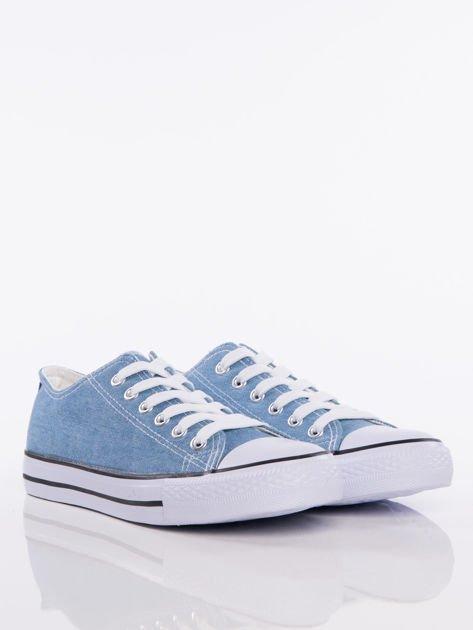 Jasnoniebieskie denim jeansowe trampki na białej podeszwie                              zdj.                              2
