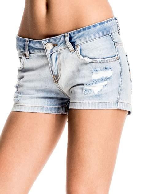 Jasnoniebieskie jeansowe szorty z wytarciami                                  zdj.                                  1