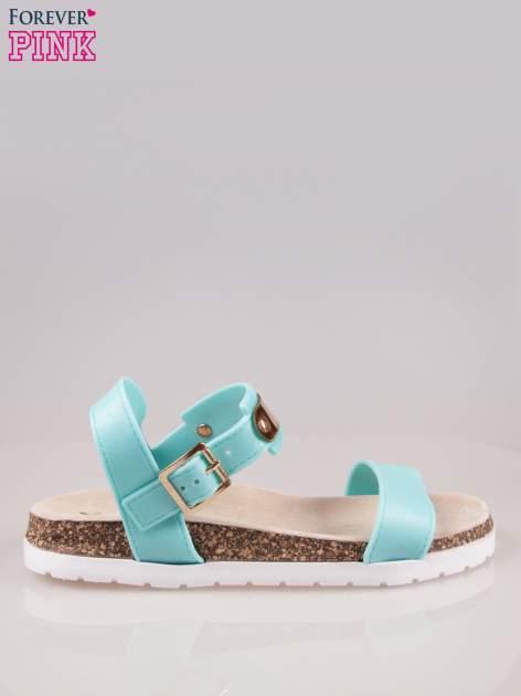 Jasnoniebieskie sandały z blaszką na korkowej podeszwie