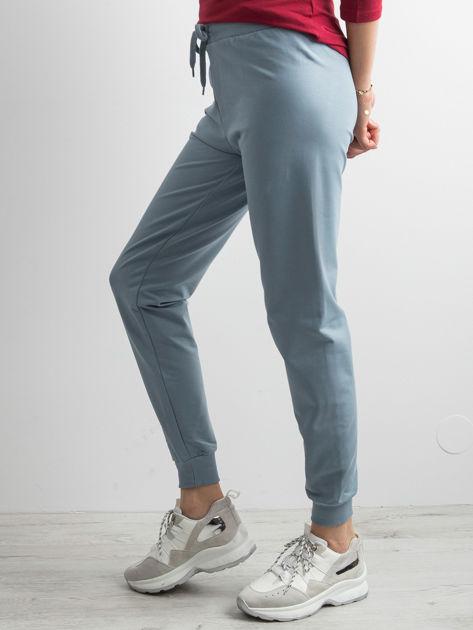 Jasnoniebieskie spodnie dresowe z troczkami                              zdj.                              3